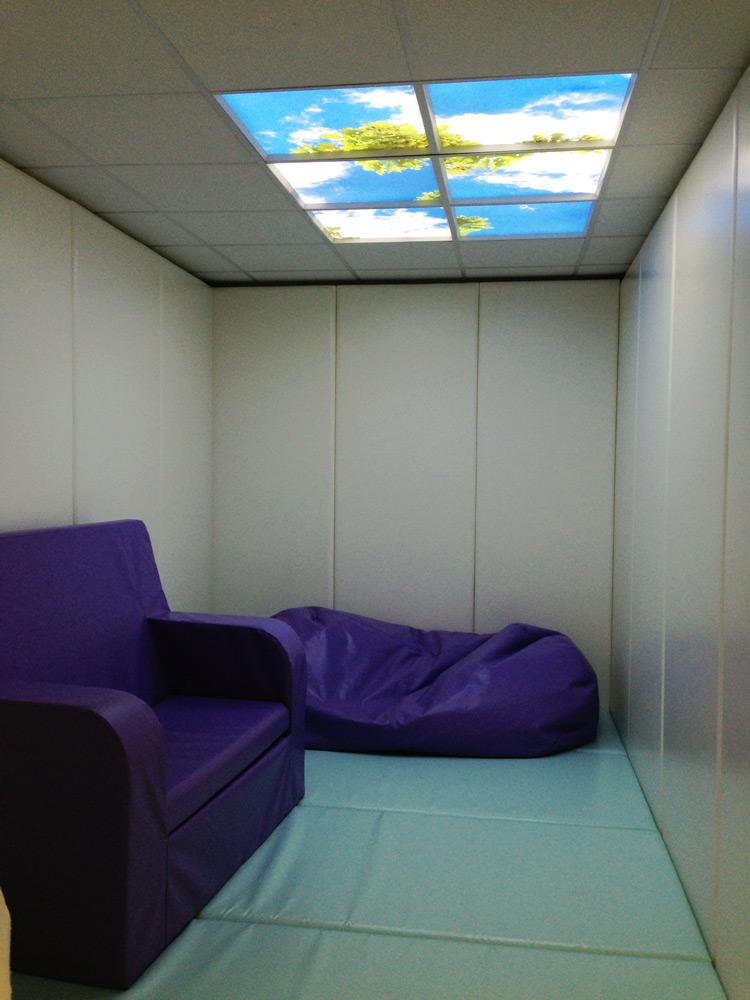 Comfort room with LED ceiling panels